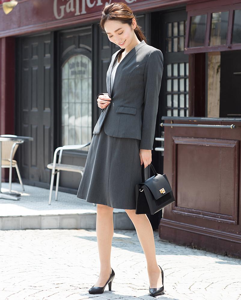 女性 転職面接 スーツ グレー