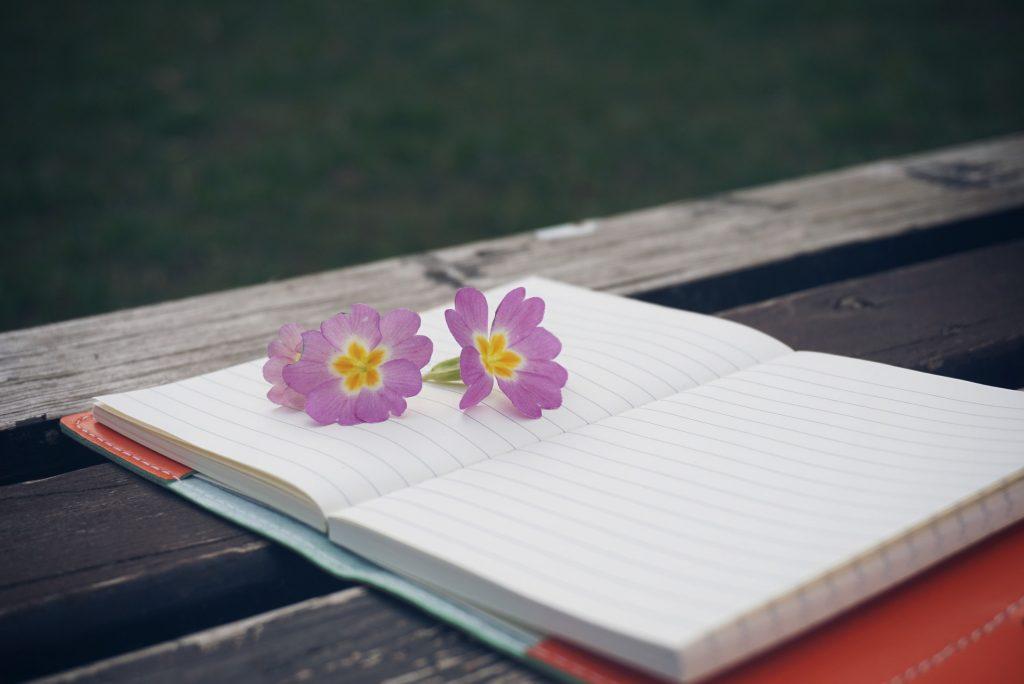 ノートと花