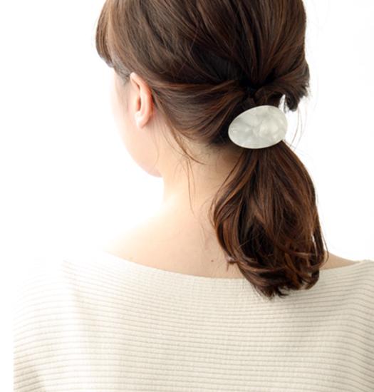 女性の転職面接髪型アクセサリー例